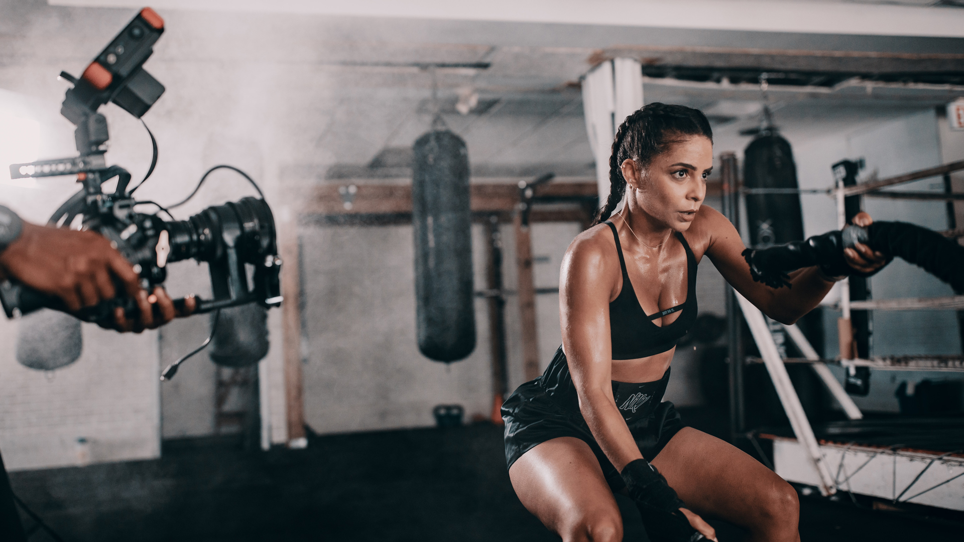MXT woman workout using maxiting rope to increase stamina and performance